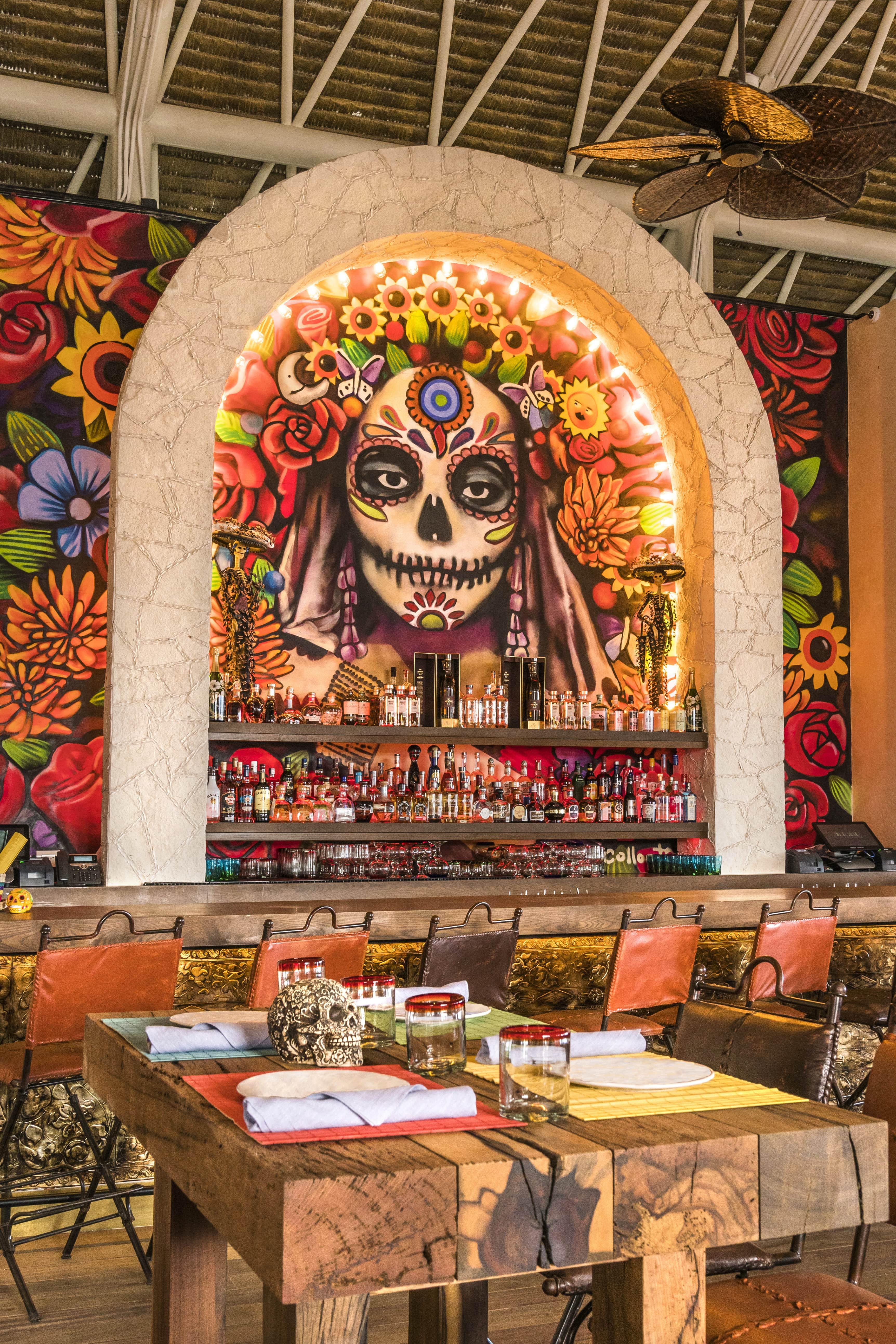 Casa Calavera lounge, Dia de los Muertos art